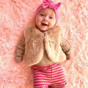 H & M fur vest . Age 4-6 months .
